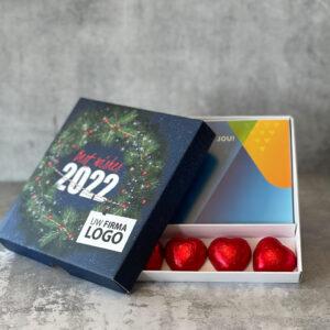 Giftbox met cadeaukaart en hartjes